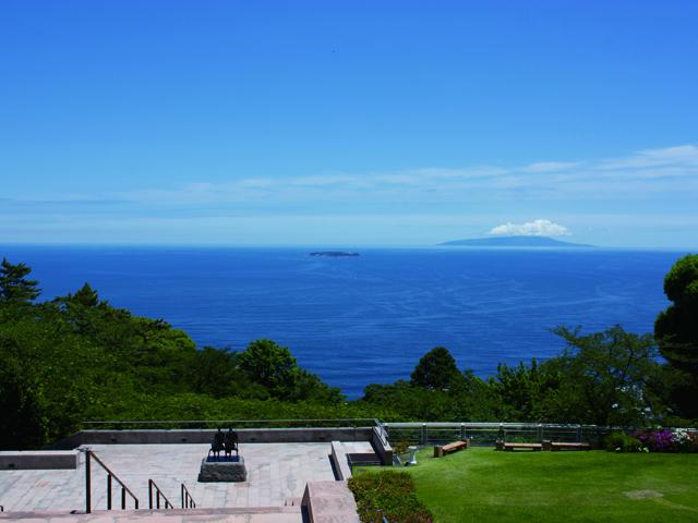 メインロビーやムア広場から初島や伊豆大島を一望/MOA美術館(静岡県熱海市)