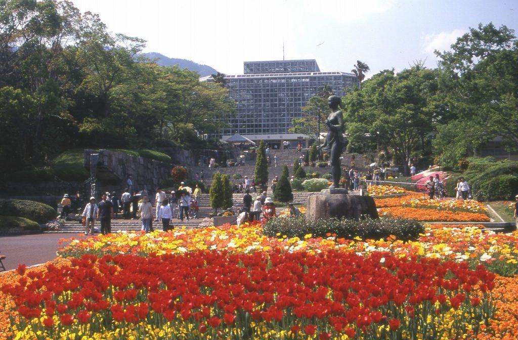 正面ゲートを入ってすぐの大花壇/広島市植物公園(広島県/広島市)