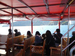 景色だけじゃない!「熱海遊覧船 サンレモ」はカモメの餌付けや魚の観察が人気