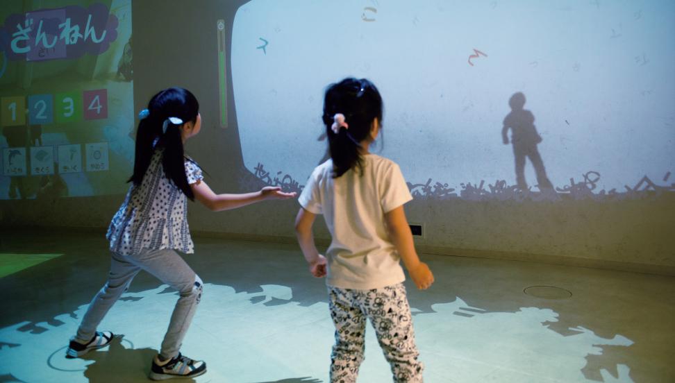 デジタル映像を体を使って動かして遊ぶ「デジタルきゃんばす」/ギャラクシティ(東京都/足立区)