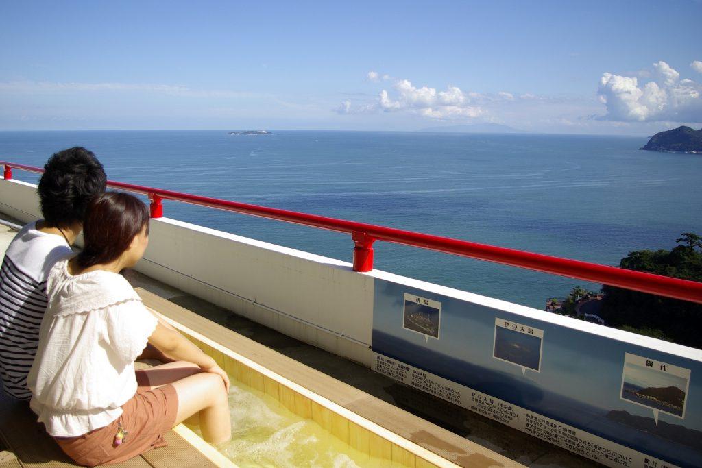 熱海の景色を眺めながらジェット足湯でリラックス/熱海城(静岡県熱海市)