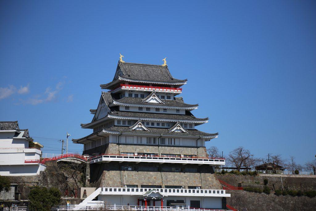 錦ヶ浦山頂に立つ/熱海城(静岡県熱海市)