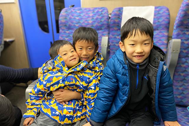 新幹線に乗る子ども達/上越国際スキー場(新潟県/南魚沼市)