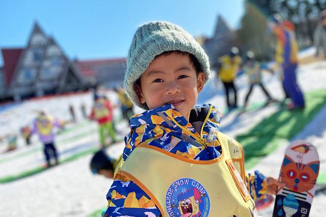 スキーデビューをした子ども/上越国際スキー場(新潟県/南魚沼市)