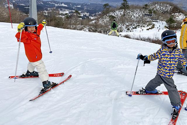 中級コースにチャレンジする子どもたち/上越国際スキー場(新潟県/南魚沼市)