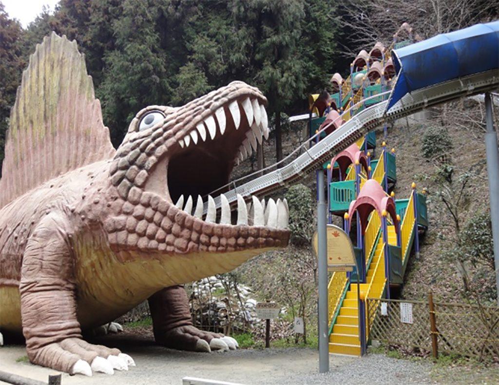 恐竜の滑り台、全長200mの「ローラーエキスプレス」/わんぱく王国(大阪府阪南市)