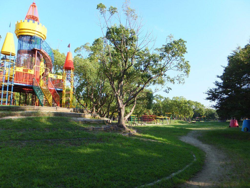 「わんぱくランド」お城の形の大型複合遊具/大阪府営 大泉緑地(大阪府堺市)