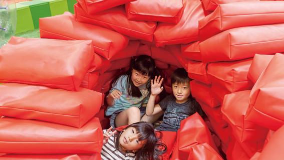 あそびパークPLUSでへ秘密基地を作って遊べる/ラゾーナ川崎プラザ(神奈川県)