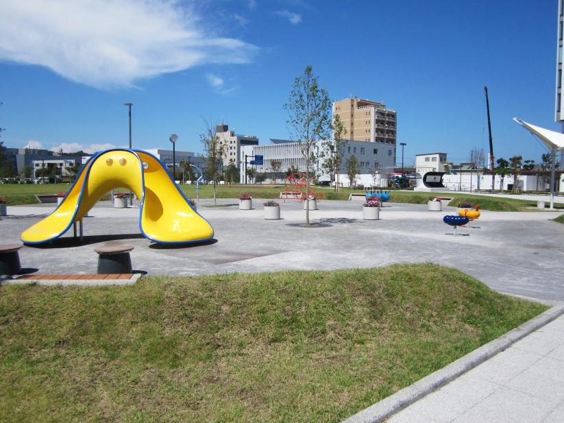 黄色い滑り台は子どもに大人気/神台公園(神奈川県/藤沢市)