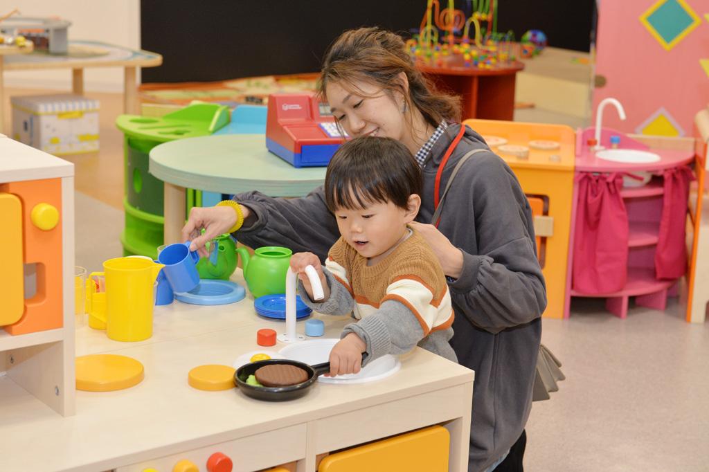 ボーネルンドの「キドキド」で遊ぶ親子/テラスモール湘南(神奈川県/藤沢市)