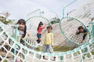 大阪府のアスレチック12選!世界最大のタワーから公園の個性派アスレチック遊具まで