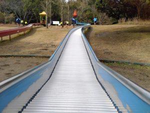 大型遊具がスゴイ公園!久峰総合公園(宮崎)のロングローラー滑り台&迷宮木製遊具