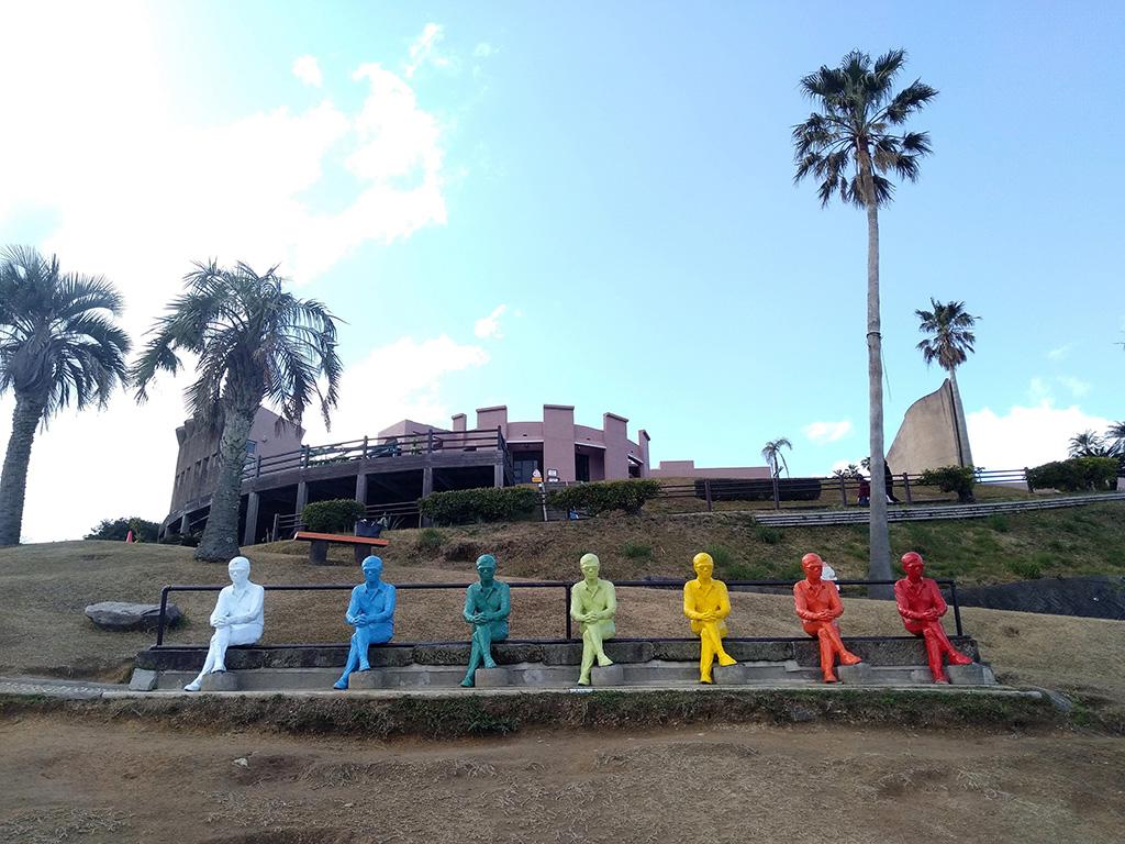 7色の「ヴォワイアン像」/サンメッセ日南(宮崎県/日南市)