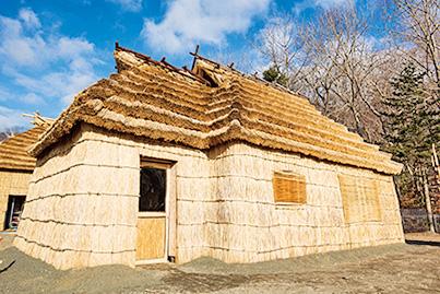 伝統的コタン(集落)/ウポポイ(民族共生象徴空間)(北海道/白老町)