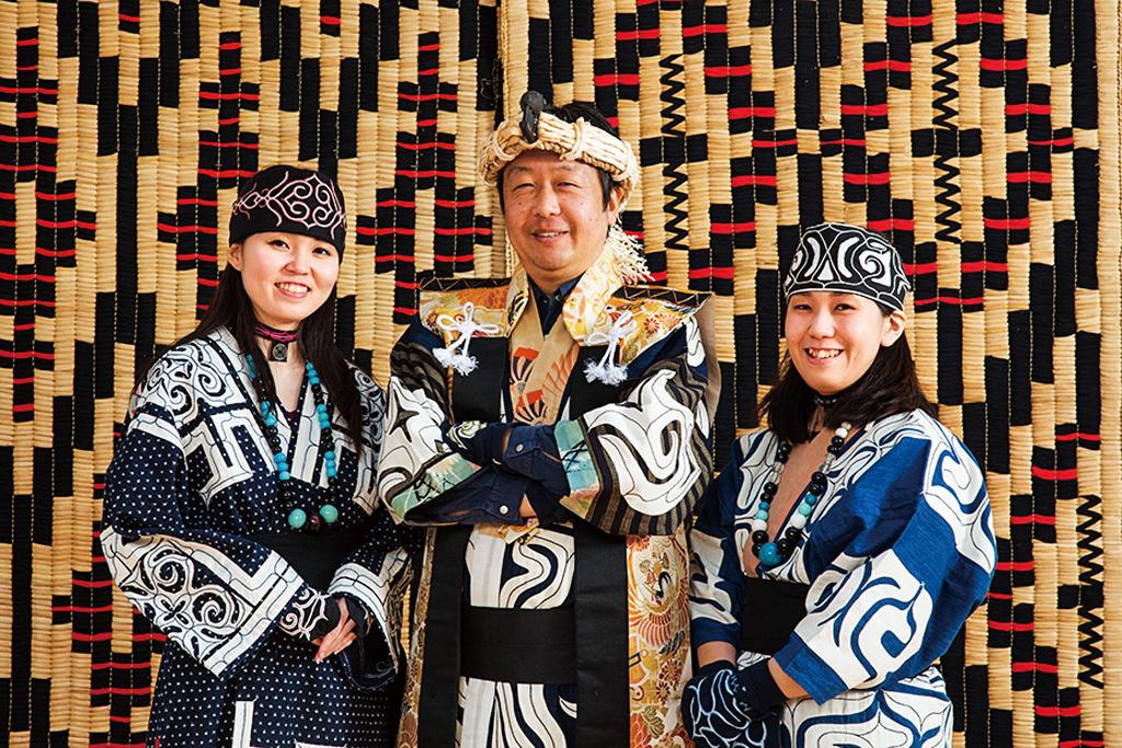 アイヌ民族の衣装を着て記念撮影/ウポポイ(民族共生象徴空間)(北海道/白老町)