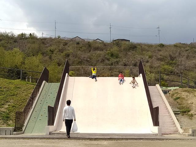 幅広滑り台/彩都なないろ公園(大阪府/箕面市)
