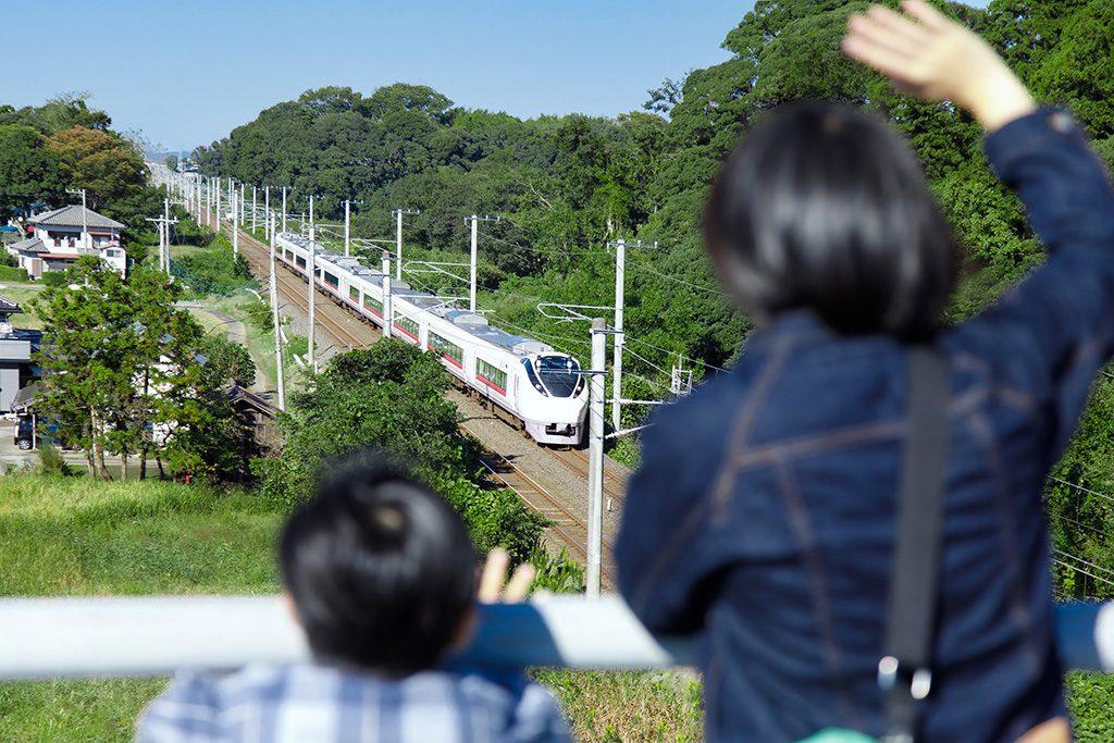 竜ケ崎大橋からひたち・ときわを眺める親子(茨城県/龍ヶ崎市)