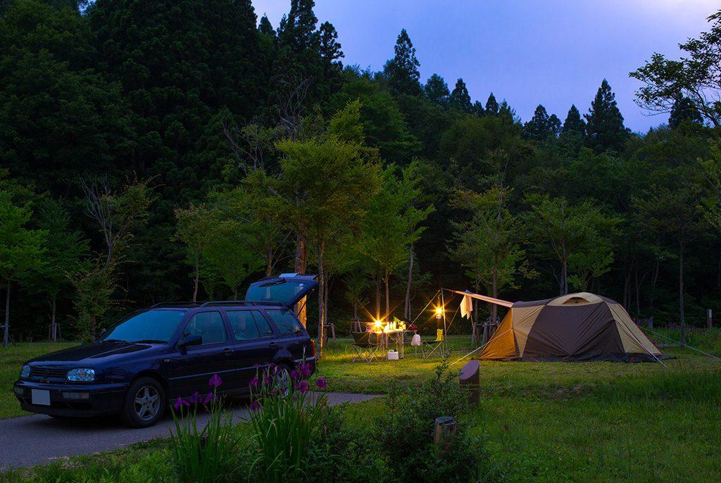 キャンプで楽しく防災力アップ! 子連れ初心者のキャンプ場選びや身につけたいスキル