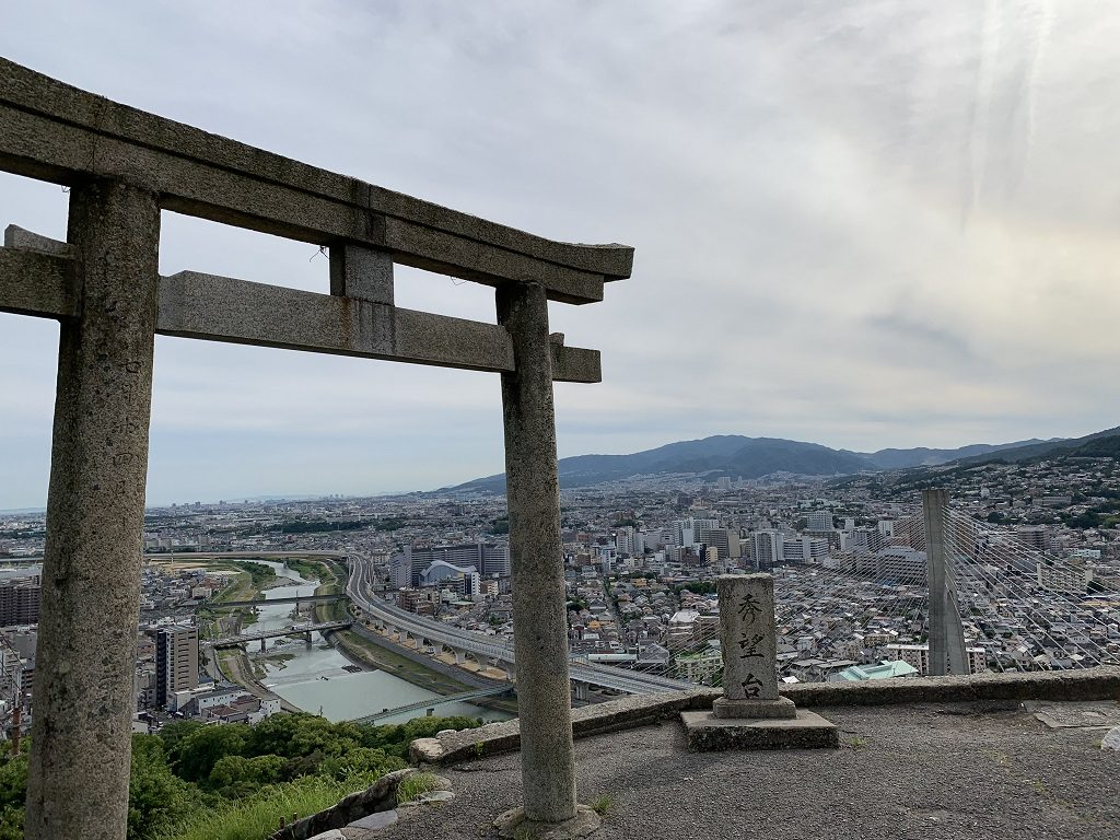 関西の子連れハイキングにおすすめのスポット。吊り橋や遊具などアクティビティも豊富