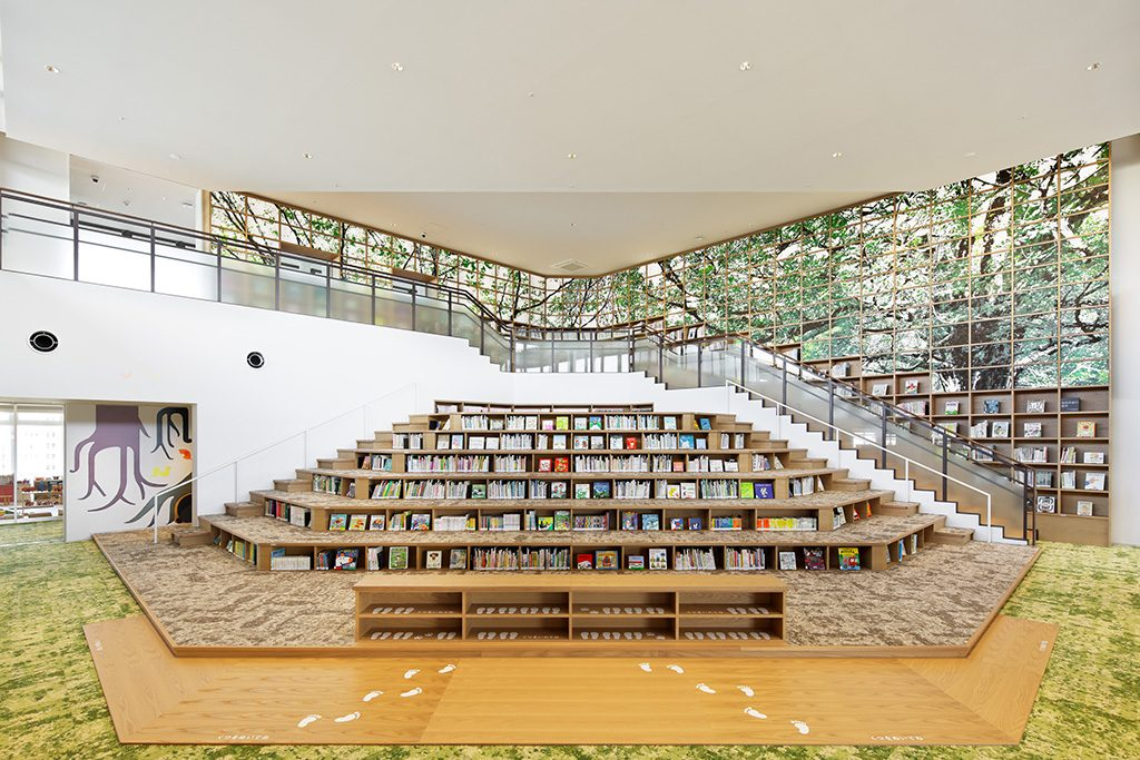 和歌山市民図書館の館内(和歌山県)