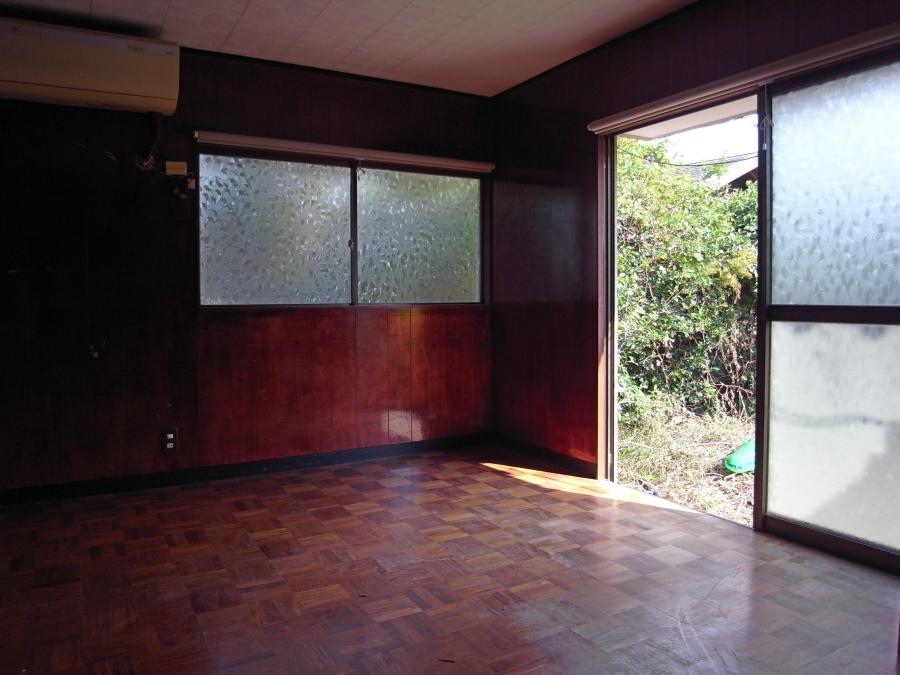 日当たりの良い玄関横の洋室。