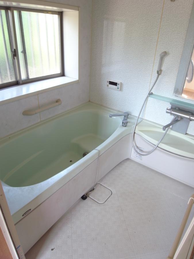 浴室、脱衣室ともに現代風。