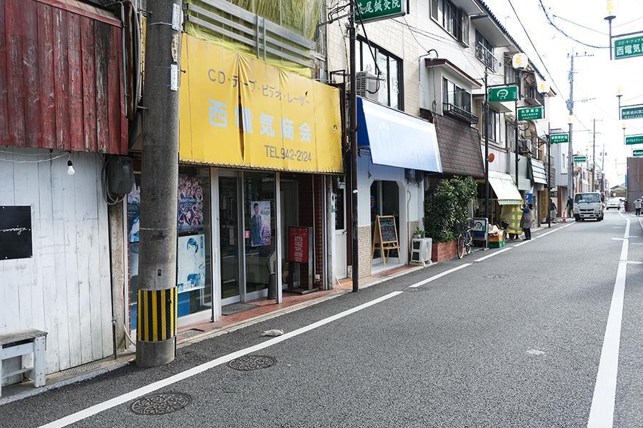 ストリートの一角。昔ながらの雰囲気です。