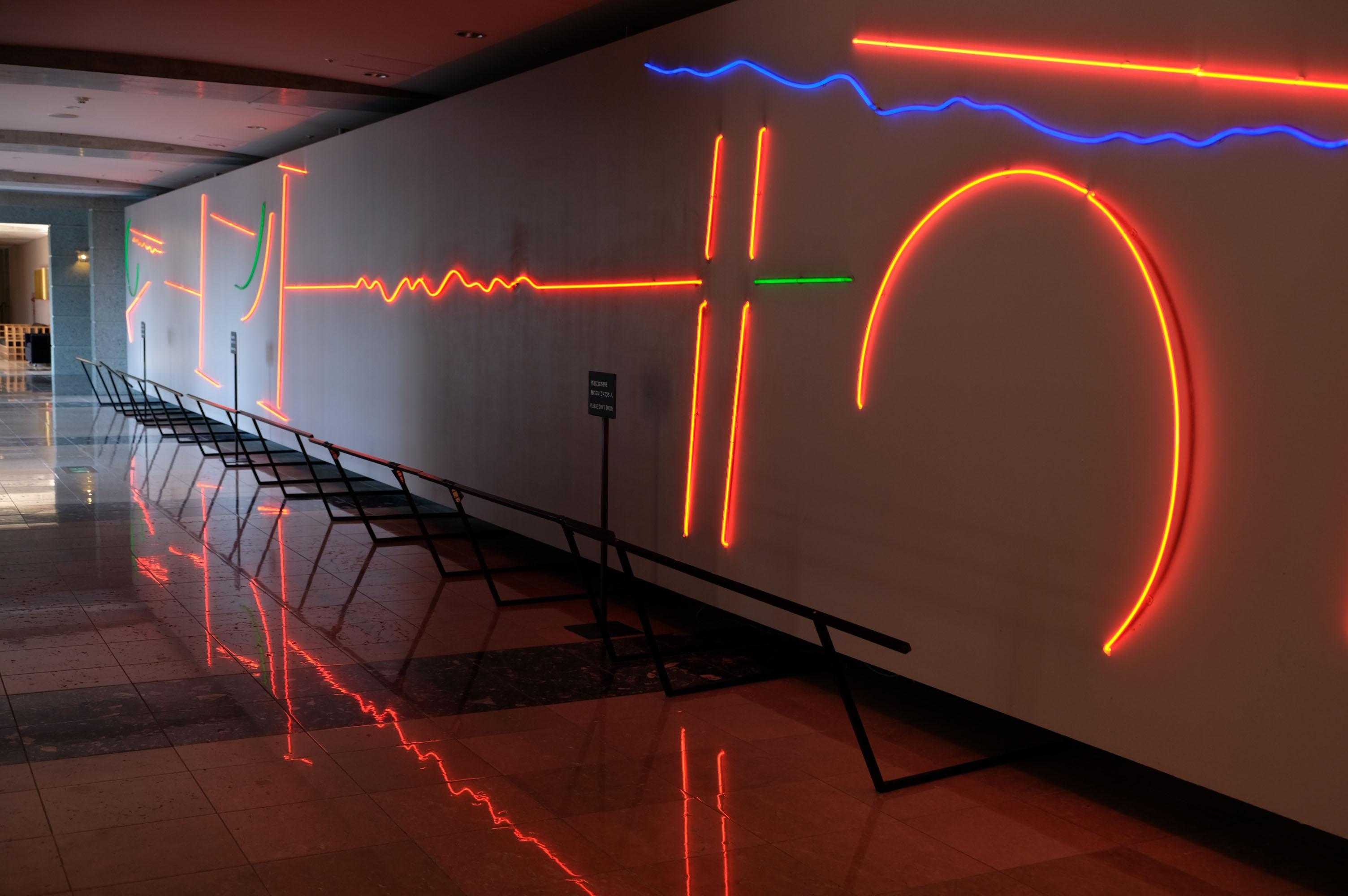 共用廊下にも電飾系アート