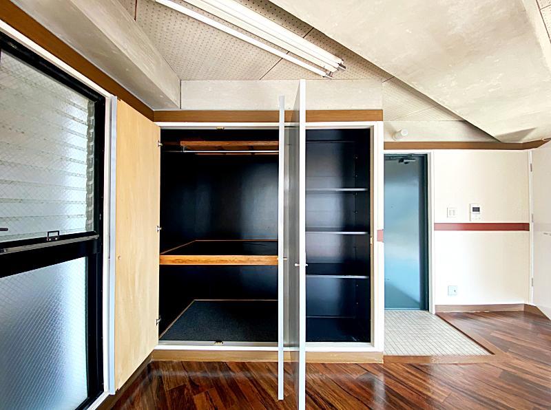 収納はここだけなので、荷物の多い方は家具などで工夫が必要です