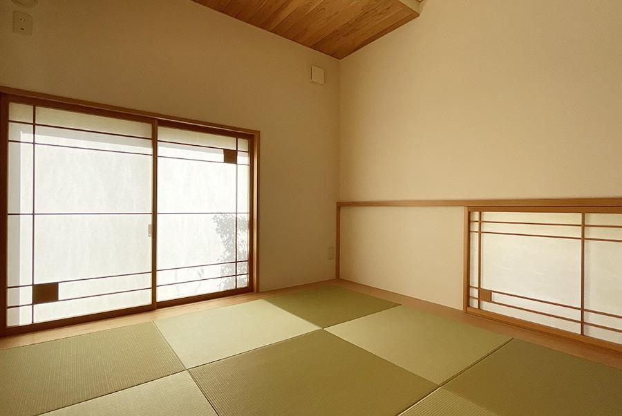 1階の和室。障子のデザインまで素敵ですね。