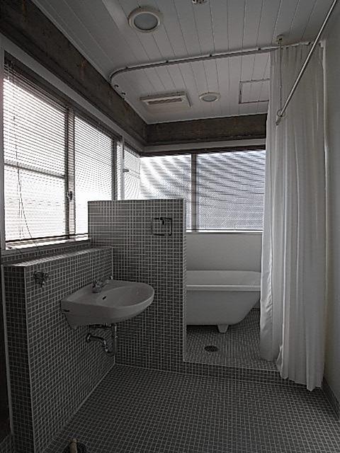 参考までに反転お部屋のバスルーム