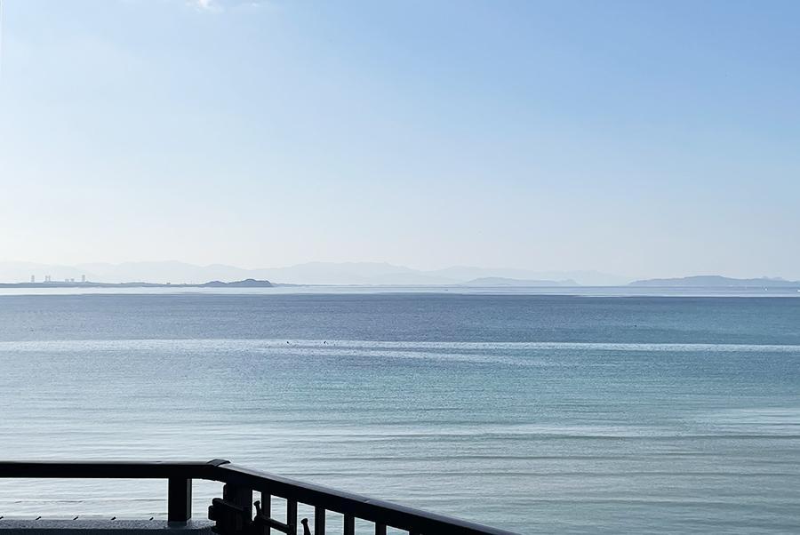 バルコニーに出ると、より海が近く感じます。