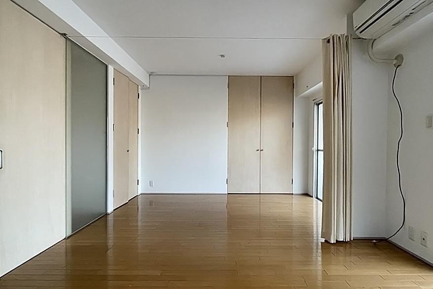 居室も広々と1室に。昔ながらの細切れ感はありません。