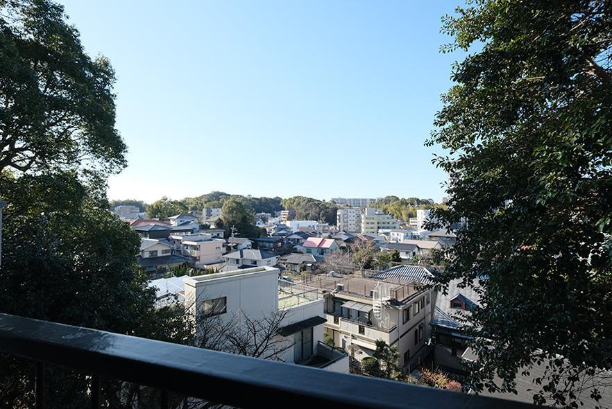 窓からの眺望。しっかり高台の恩恵を受けてます。(過去撮影の2階のものです。)
