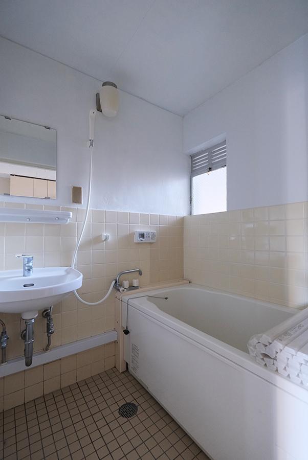 浴室。給湯リモコンから、お湯張り対応です。
