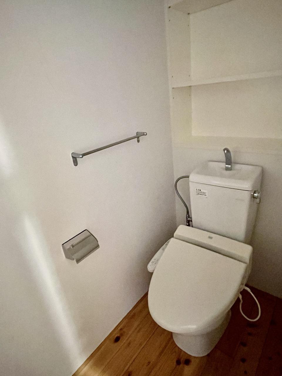 トイレはウォッシュレット付き。