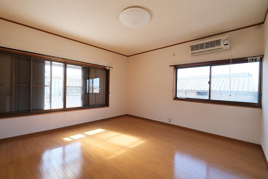 2階の各居室はベーシックな雰囲気。綺麗です。