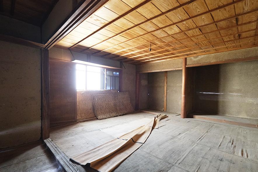 納屋の2階。こりゃ渋い。