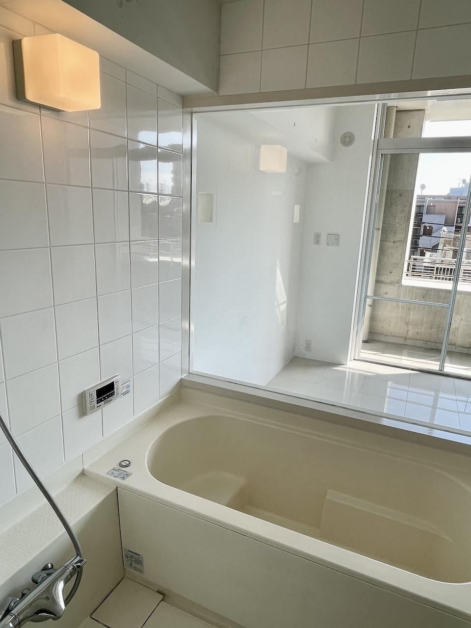 浴室から全て丸見え。ってことは。