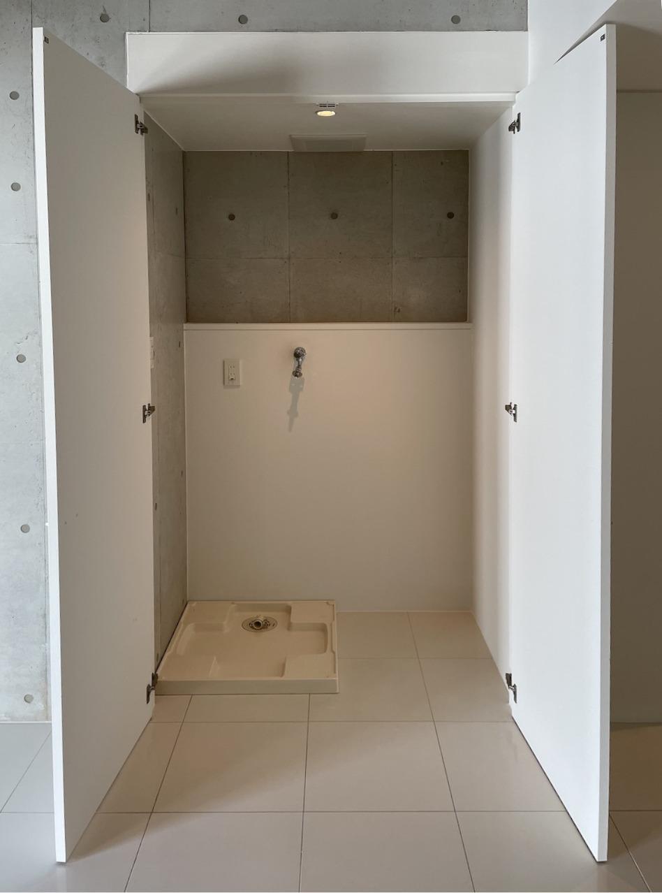 リビングの収納の中に洗濯機置き場。