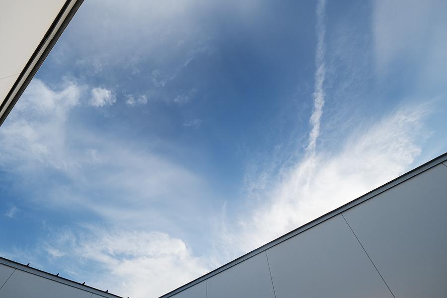 家にいながら、空を見上げることだってできる。