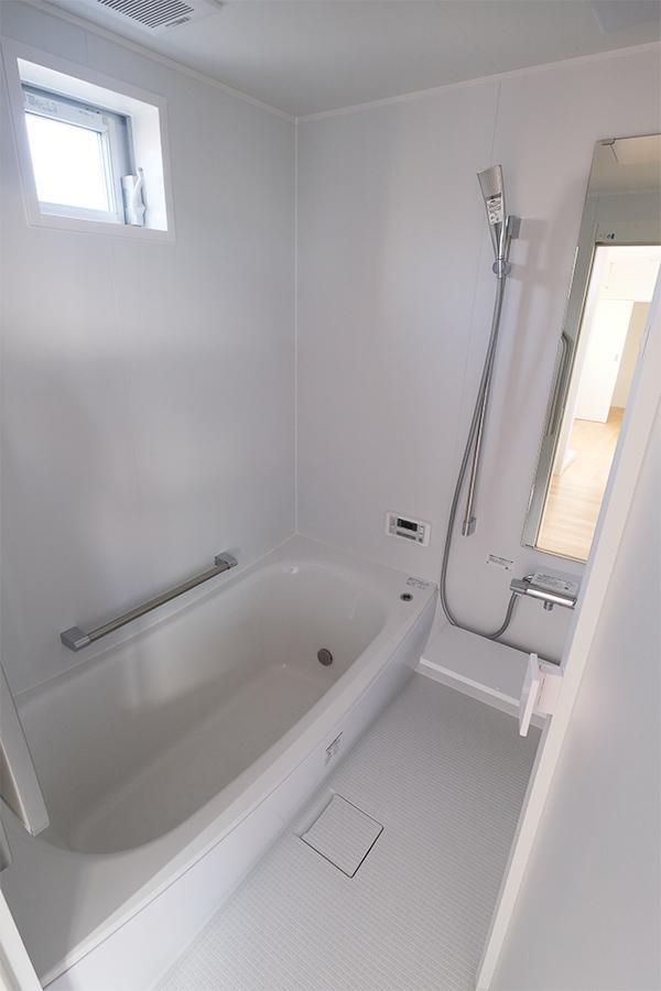 お風呂です。窓もあります。文句ないです。