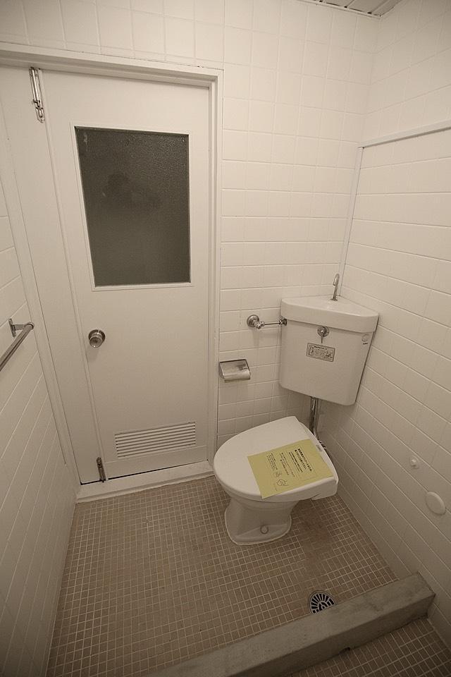 トイレとシャワールームは一緒です