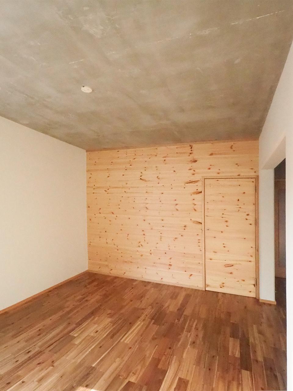 隣の部屋へと繋がる隠し扉