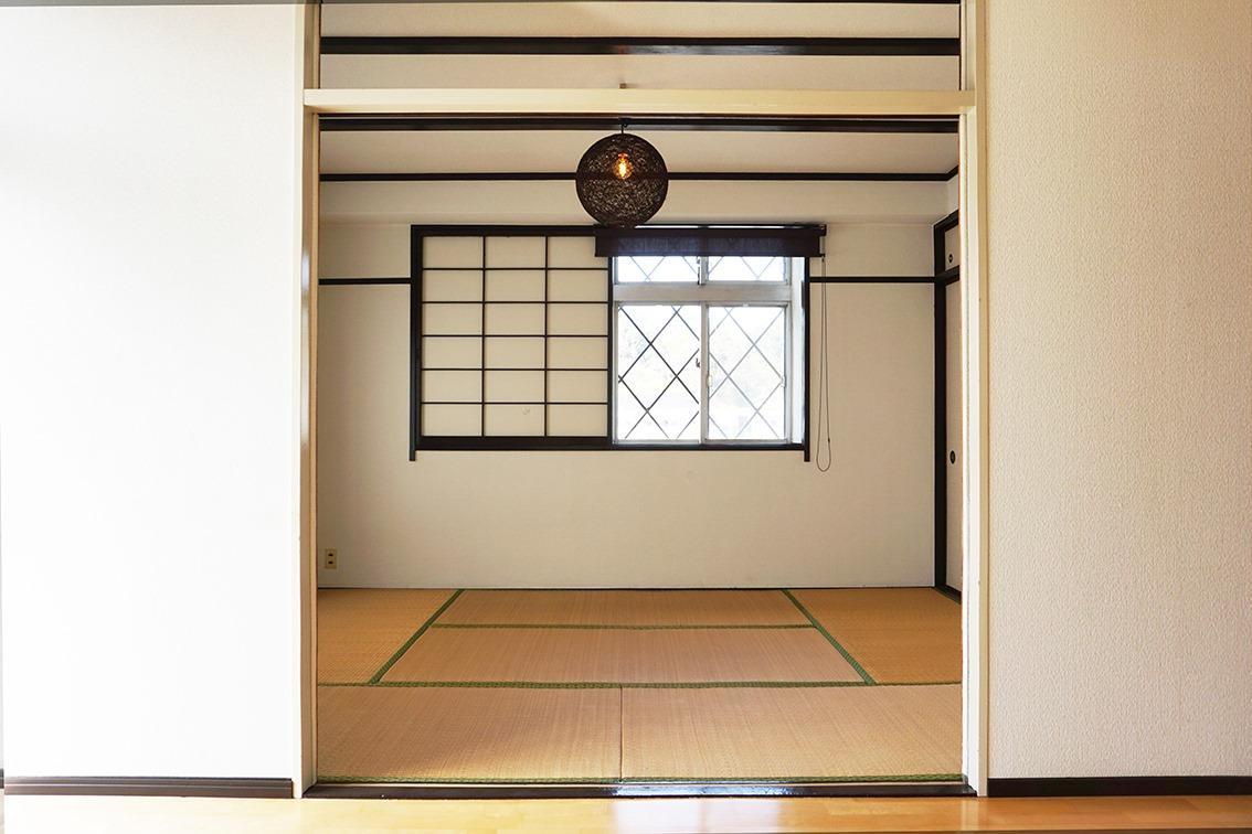 角部屋なのでリビング続きの和室にも窓あり
