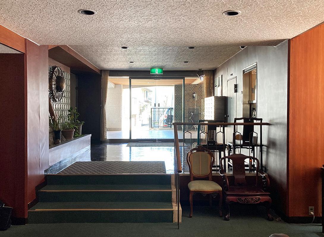 独特の雰囲気が漂う1階エントランスホール
