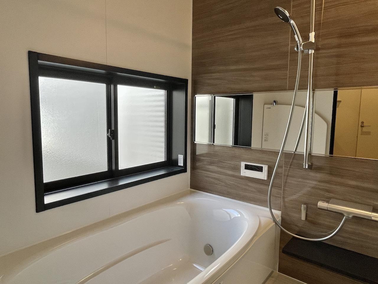 浴室。窓もついており明るい。