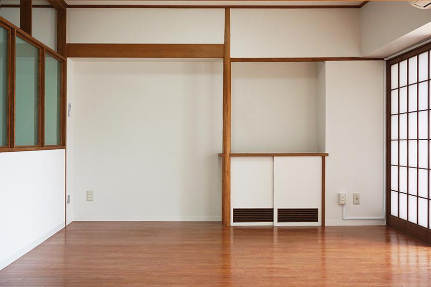 壁と木のコントラストが心地よい。