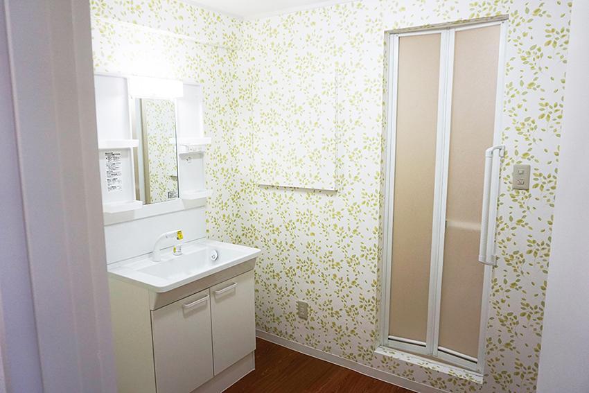 ゆったりした洗面と洗濯機のスペース、お風呂に少し分けて欲しかった。。