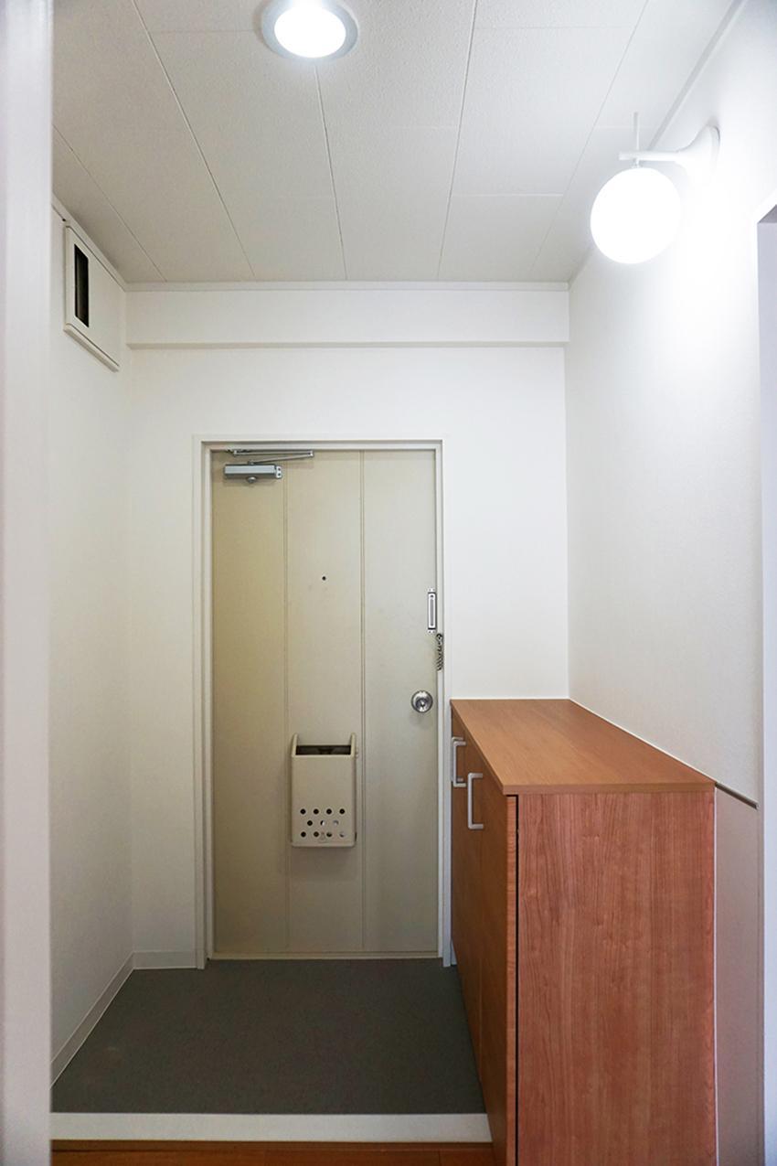 ゆとりある玄関。分譲仕様です。